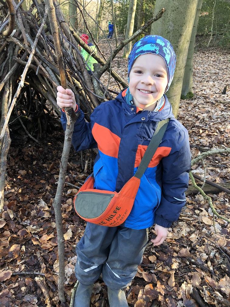 Bei unserem Spaziergang im Wald haben wir uns ein Haus gebaut